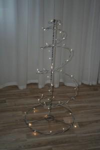 Weihnachtsbaumgrundgerüst mit LED-Lichterkette