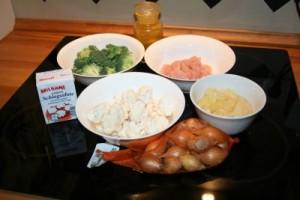 Die Zutaten: Gemüse, Putenfleisch, Currypulver und Gewürze